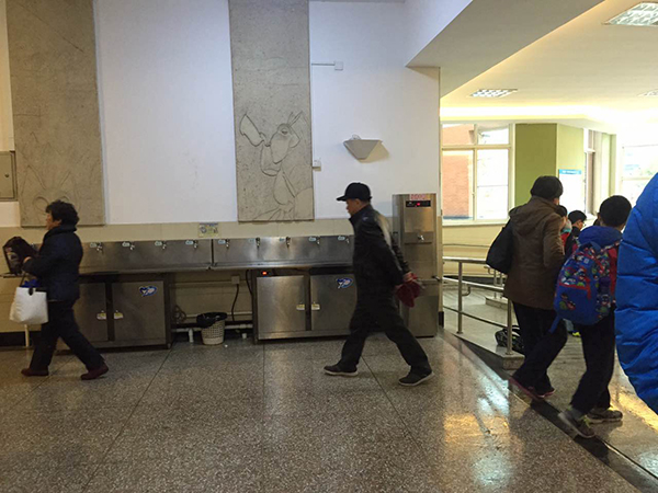 上海长宁一11岁小学女生在校就餐时死亡 疑因被食物噎住