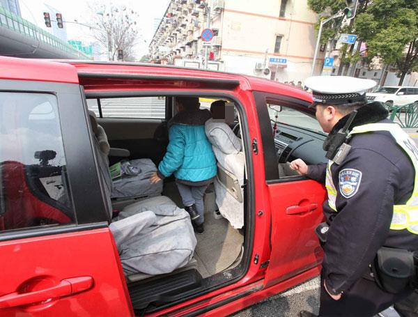 沪新道交条例实施首日:大量后排乘客未系安全带被罚