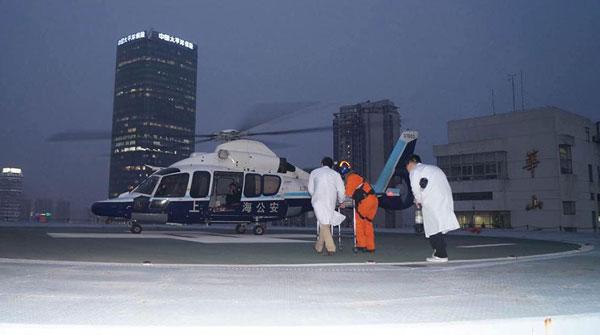 空中地面立体联手 华山医院直升机运送专家救援舟山危重患者