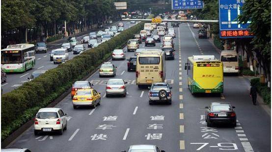 新道交条例实施首日 上海全市查获交通违法行为增一成