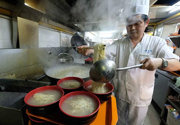 """被称为沪上最美味""""光面"""" 老半斋刀鱼汁面或成""""绝唱"""""""