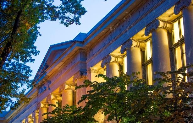 哈佛大学法学院一23岁华裔学生死于宿舍 死因尚未确定
