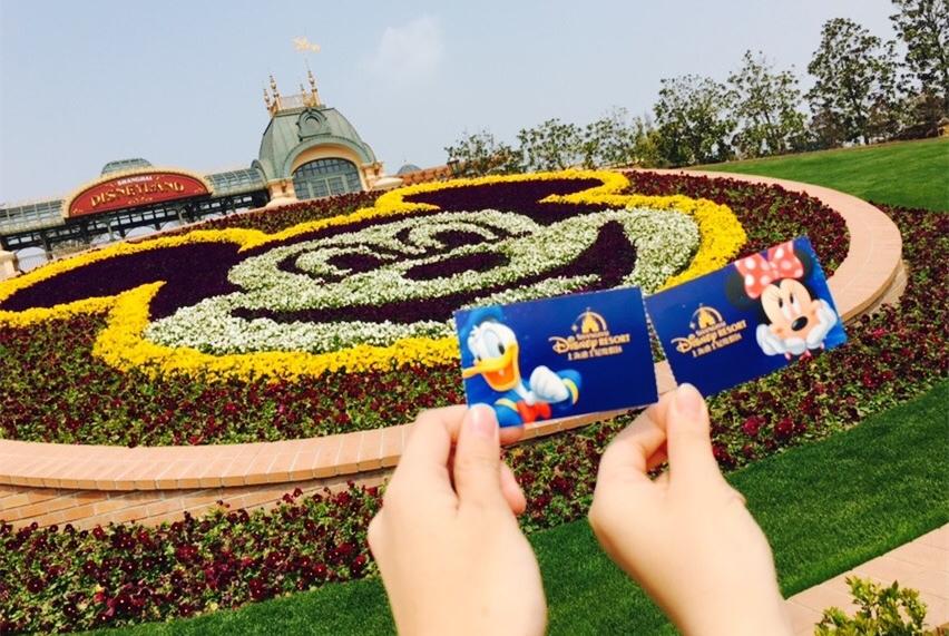 周日的上海迪士尼全是人!激活春季卡队伍超长!
