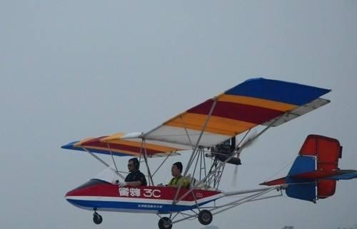 一架超轻型飞机在德国汉诺威坠毁 机上2人遇难