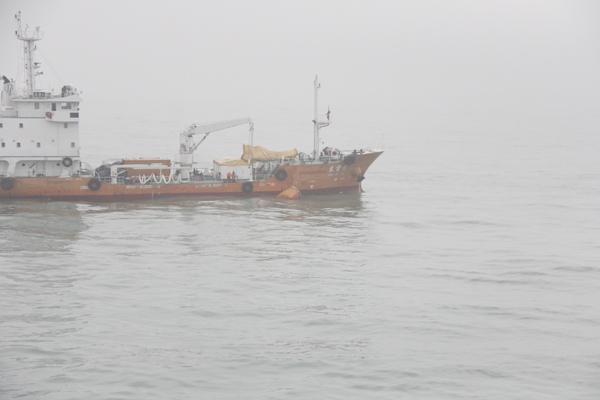 今晨长江口外轮沉没 尚有12人下落不明