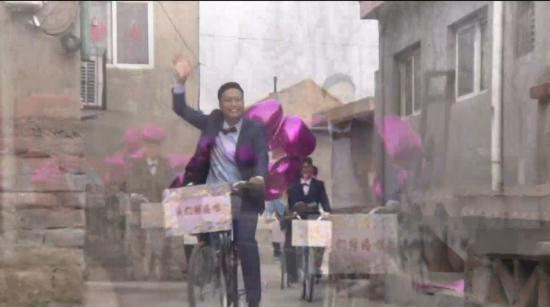 男子骑单车娶新娘 环保婚礼成小夫妻最美好时刻