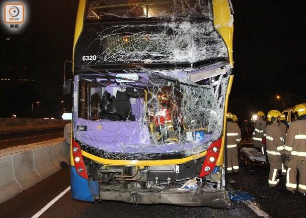香港新界发生一起连环车祸致70人受伤