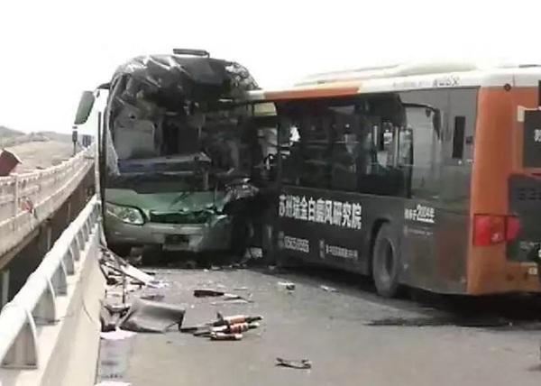 苏州太湖大桥一公交车与上海牌照大客车相撞 已致1死39伤