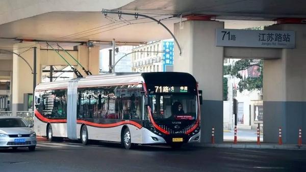 上海中运量公交71路平均时速提至17.6公里 接近预期时速