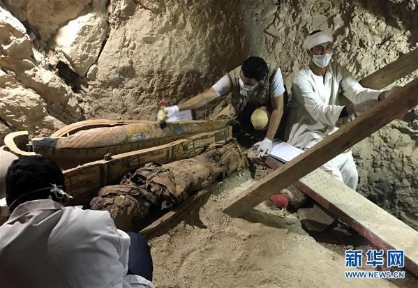埃及发现贵族大墓 出土多具木乃伊(组图)