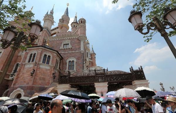 上海国际旅游度假区一年接待游客1700万 官方游玩指南上线