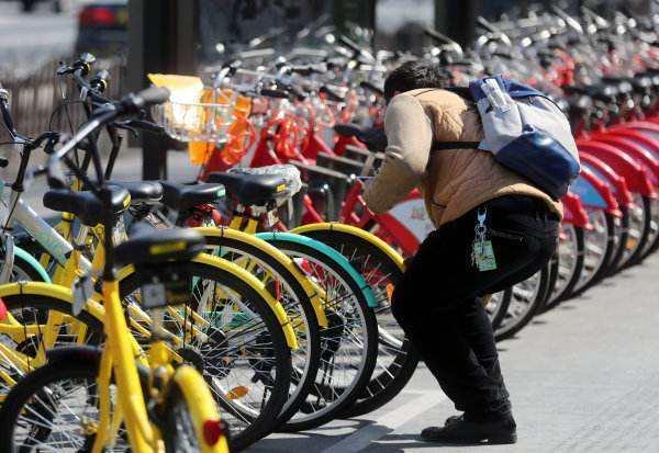"""一季度申城交通文明指数迎来""""开门红"""" 共享单车带来新问题 急需出台管理新方案"""
