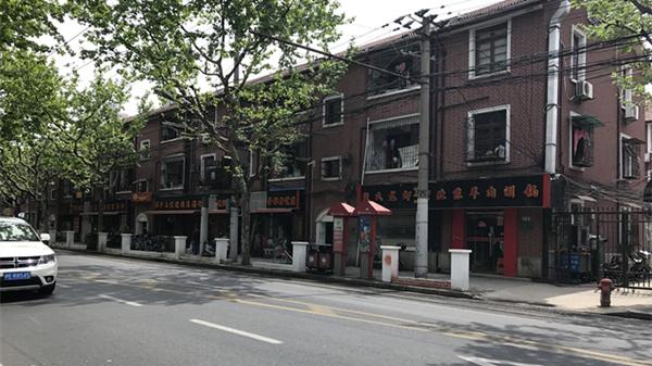 沪普雄路景观围墙造型奇怪被吐槽 街道:将充分听取意见优化方案