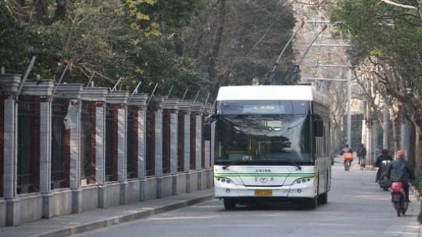 申城43条公交末班车本周五起与地铁同步延时