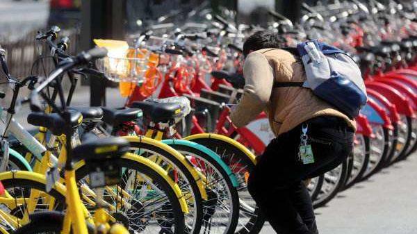 上海浦东推共享单车共治监管措施 市民可通过APP举报违规行为