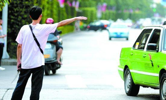 """如何找回失落的""""出租车名片""""丨车难打 脸难看 还是要理解关心差头司机"""