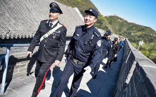 五一节在上海外滩看到意大利警察巡逻是种什么体验?