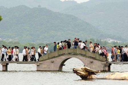 """""""五一""""预计1.3亿人次出游 国家旅游局发布出游安全提示"""