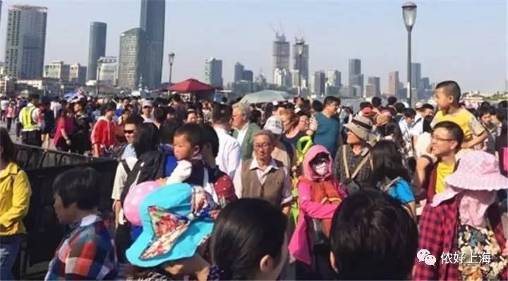 五一的上海各大景点...全都是人从众!场面太震撼!