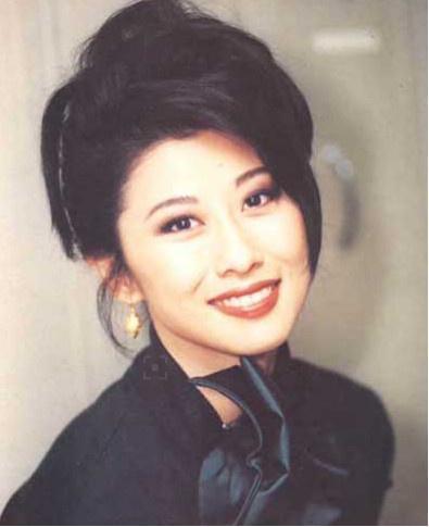 林子祥是香港著名歌手和演员,身价何止千万,叶倩文却并不满足,和比图片