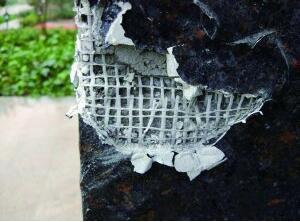 """南京一小区现""""纸糊墙"""" 开发商:这是新工艺"""