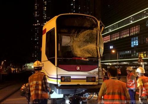 香港轻轨列车与巴士相撞致22伤 目前轻轨路线已恢复正常