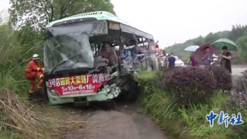 江西鹰潭货车与公交车相撞 12人丧生 3人病危