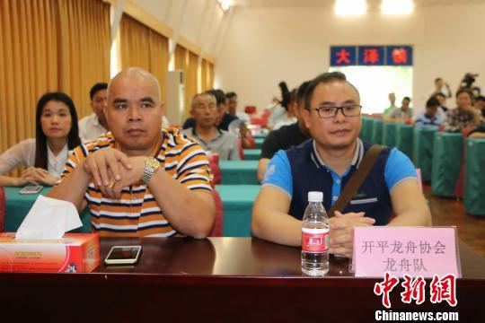 参加新闻会发布会的龙舟队伍代表 唐贵江 摄