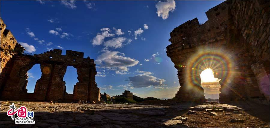 地理中国:五月金山岭长城 望天空云卷云舒