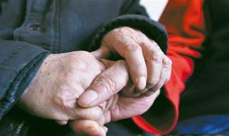 """""""一帮五""""温暖35位高龄老人 """"老伙伴""""用热心肠帮助困难老人"""