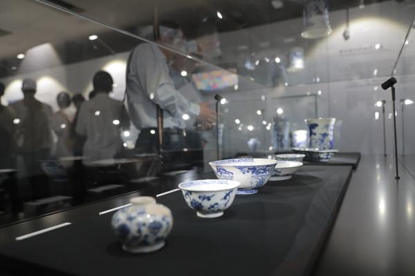 回顾千年青花瓷历史 上海科技馆展示青花瓷之路