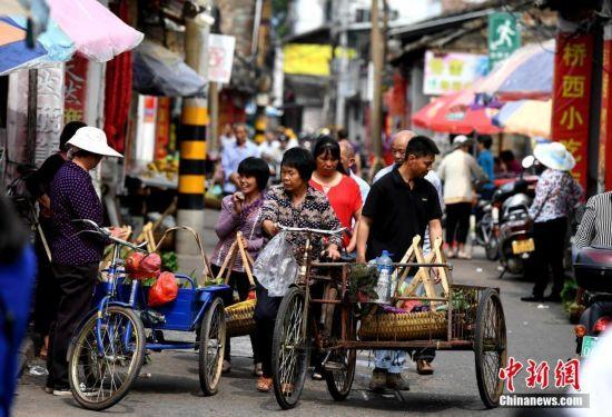 探访福建客家古街 传统市井生活风情浓