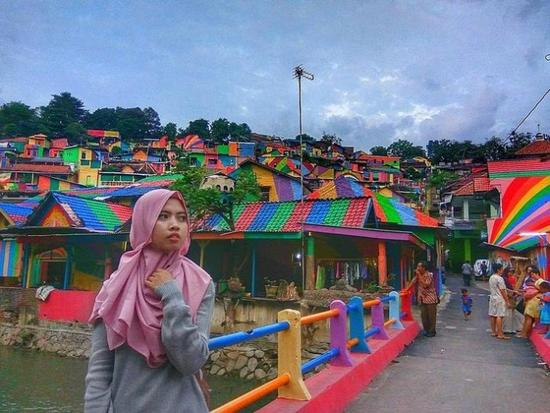 效果惊艳!印尼花2.3万美元为一贫民窟换上彩虹装