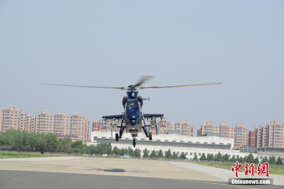 5月18日,由中国航空工业自主研制的直19E出口型<a href='http://search.xinmin.cn/?q=武装直升机' target='_blank' class='keywordsSearch'>武装直升机</a>在哈尔滨<a href='http://search.xinmin.cn/?q=首飞' target='_blank' class='keywordsSearch'>首飞</a>成功。 中新社发 <a href='http://search.xinmin.cn/?q=裴根' target='_blank' class='keywordsSearch'>裴根</a> 摄