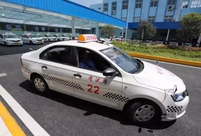 据说全上海学车的都哭了!大路考改由电脑打分,全程直播!
