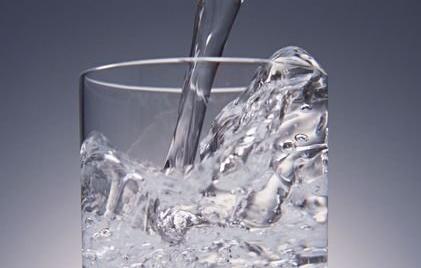 糖尿病患者夏季喝水有讲究