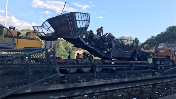 河北张石高速隧道爆炸事故已造成12人死亡 9辆车受损