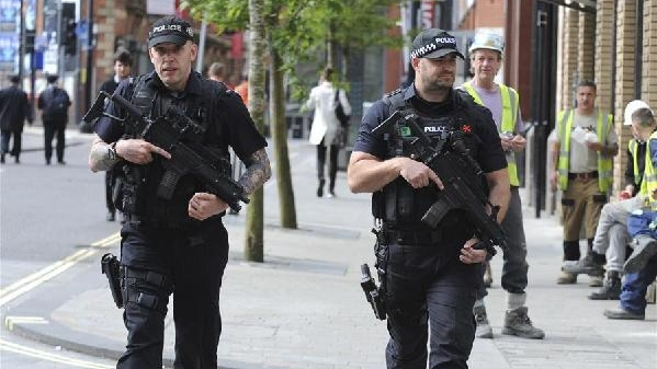 英国警方:曼城爆炸确定为自杀式袭击 死亡人数升至22人