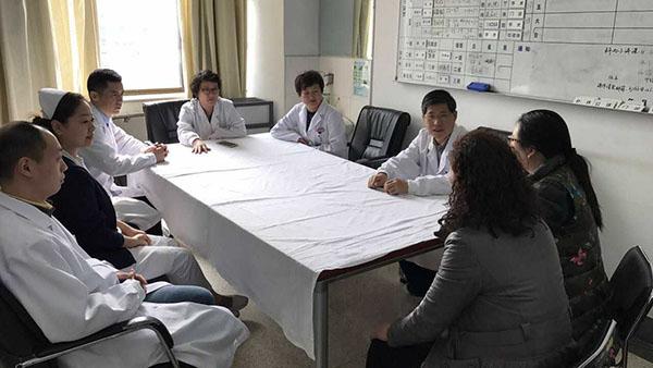"""沪警医联手寻找生脑瘤""""失联""""孕妇 多学科及时手术母子平安"""