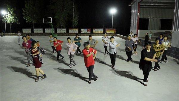 贫困县的广场舞大赛:越跳越有奔头!