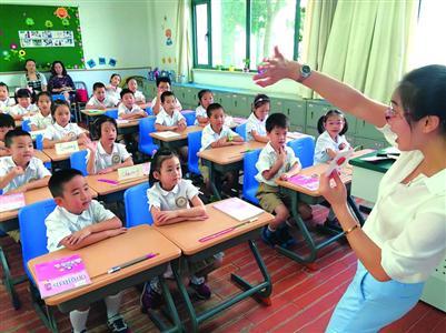 沪公办小学现场报名审证开始 部分学校提前分流