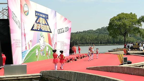 """上海市儿童庆""""六一""""趣味亲子马拉松上午举行"""