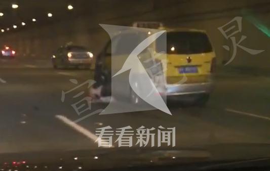 上海浦东机场一出租车撞墙失控 的哥不幸身亡