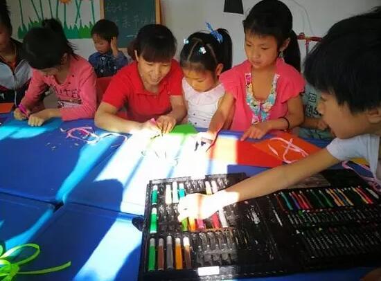 砥砺奋进的五年·精准扶贫驻村调研 | 马上就是儿童节了,雨台村的孩子们想要的这份礼物还没有着落……