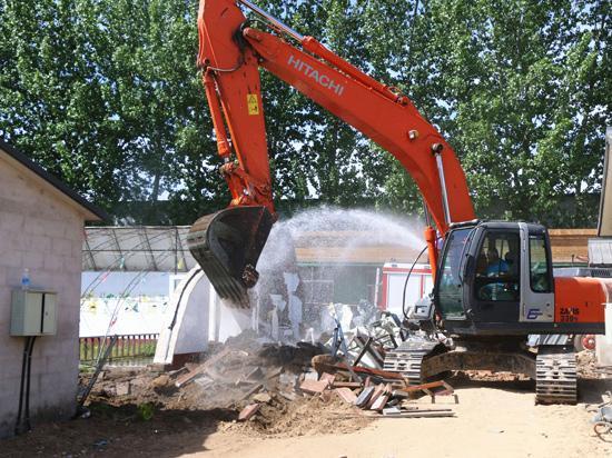 北京顺义北小营镇强制拆除违规建设大棚房
