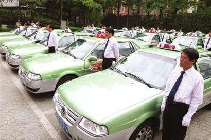 """上海整治出租车服务质量:""""的哥""""拒载等12种行为将被吊证"""