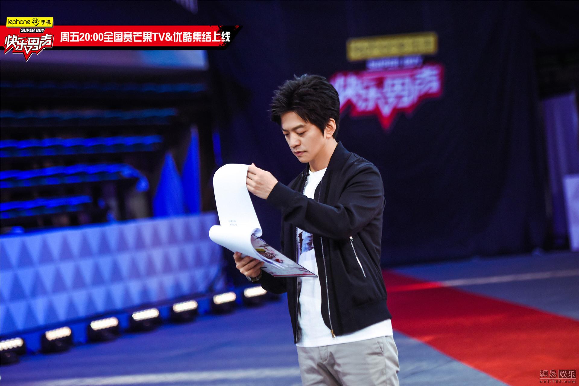 <a href='http://search.xinmin.cn/?q=快男' target='_blank' class='keywordsSearch'>快男</a>总决赛首场