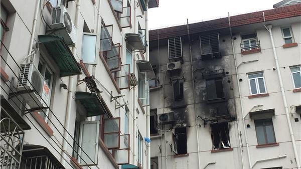 冠生园路一居民楼凌晨起火 2人昏迷13人被疏散