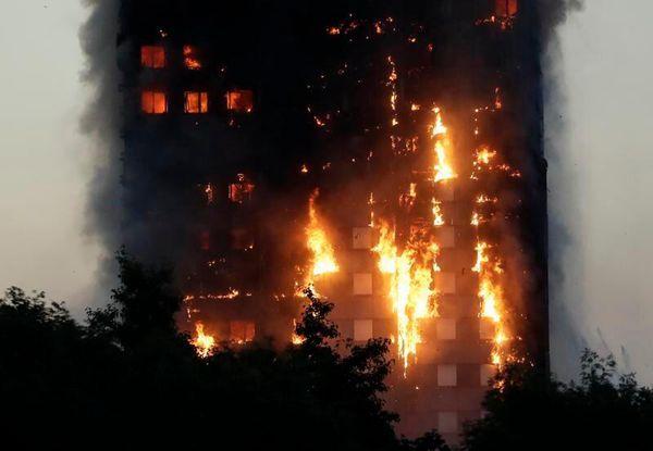 伦敦一大楼严重火灾 5岁小女孩被救出现场民众欢呼