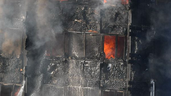 伦敦一大楼严重火灾 去年花1000万英镑装修 曾有住户警告火灾隐患